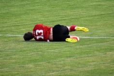 Dani Stieger liegt nach einem Foul am Boden
